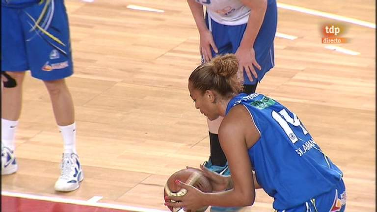 Baloncesto femenino - 2º partido play off - Perfumería Avenida-Ros Casares