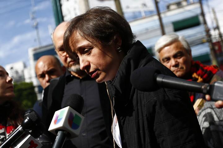 La periodista mexicana Carmen Arístegui comparece ante los medios tras su despido.