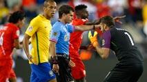 Ir al VideoPerú elimina a Brasil con una 'mano de Dios'