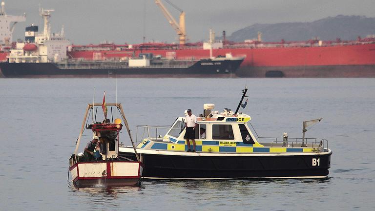Los pescadores españoles podrán pescar hasta diciembre cerca de Gibraltar tras alcanzar un acuerdo