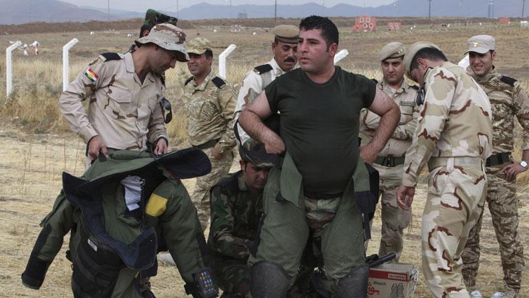 Los peshmergas iraquíes se unen a la defensa de la ciudad de Kobani frente al 'Estado Islámico'