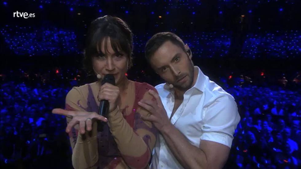 Eurovisión 2016 - Petra y Mans sorprenden con una espectacular y sensual actuación