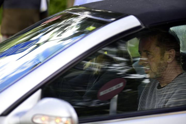Phil Rudd abandona los juzgados en Tauranga, Nueva Zelanda
