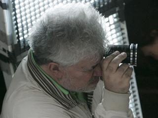 """Durante 11 semanas, Pedro Almodóvar vivirá dedicado a """"La piel que habito"""", su nueva película"""