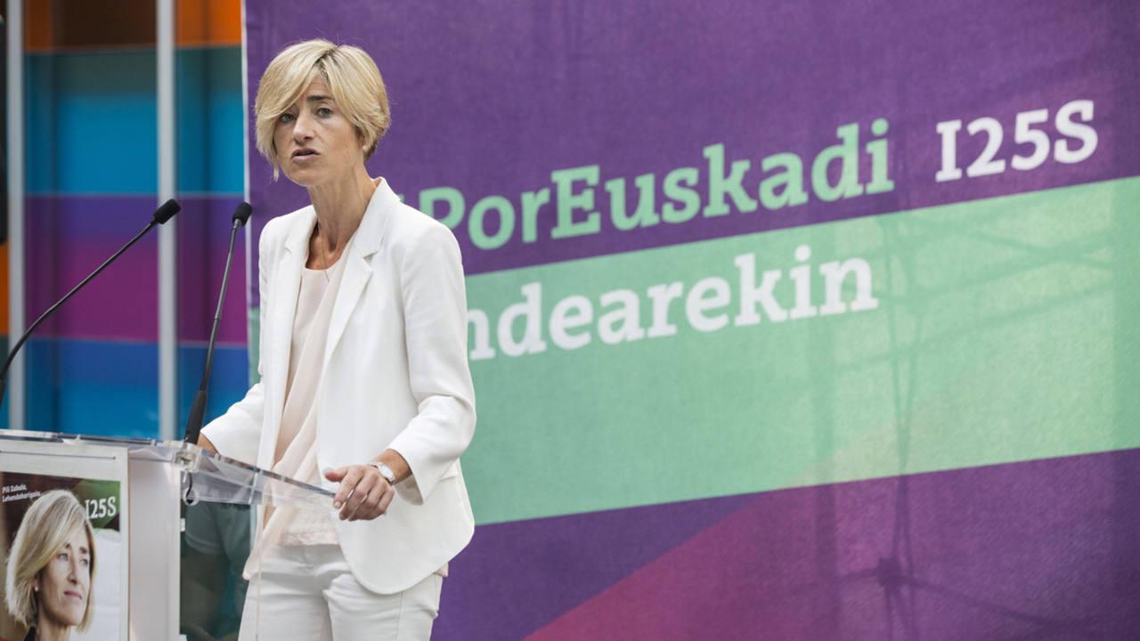 La candidata a lehendakari de Elkarrekin Podemos, Pili Zabala, en un acto en Vitoria.