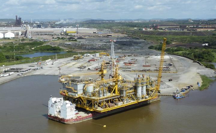 Plataforma petrolera en el río Orinoco, en Venezuela