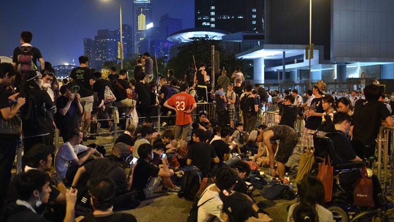En Hong Kong, quedan unas horas para que se cumpla el ultimátum de los manifestantes