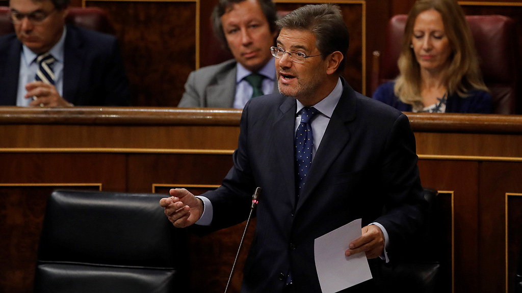 """Podemos acusa al PP de usar la """"bandera"""" para """"tapar"""" su corrupción y Catalá pide """"respeto"""" a la presunción de inocencia"""