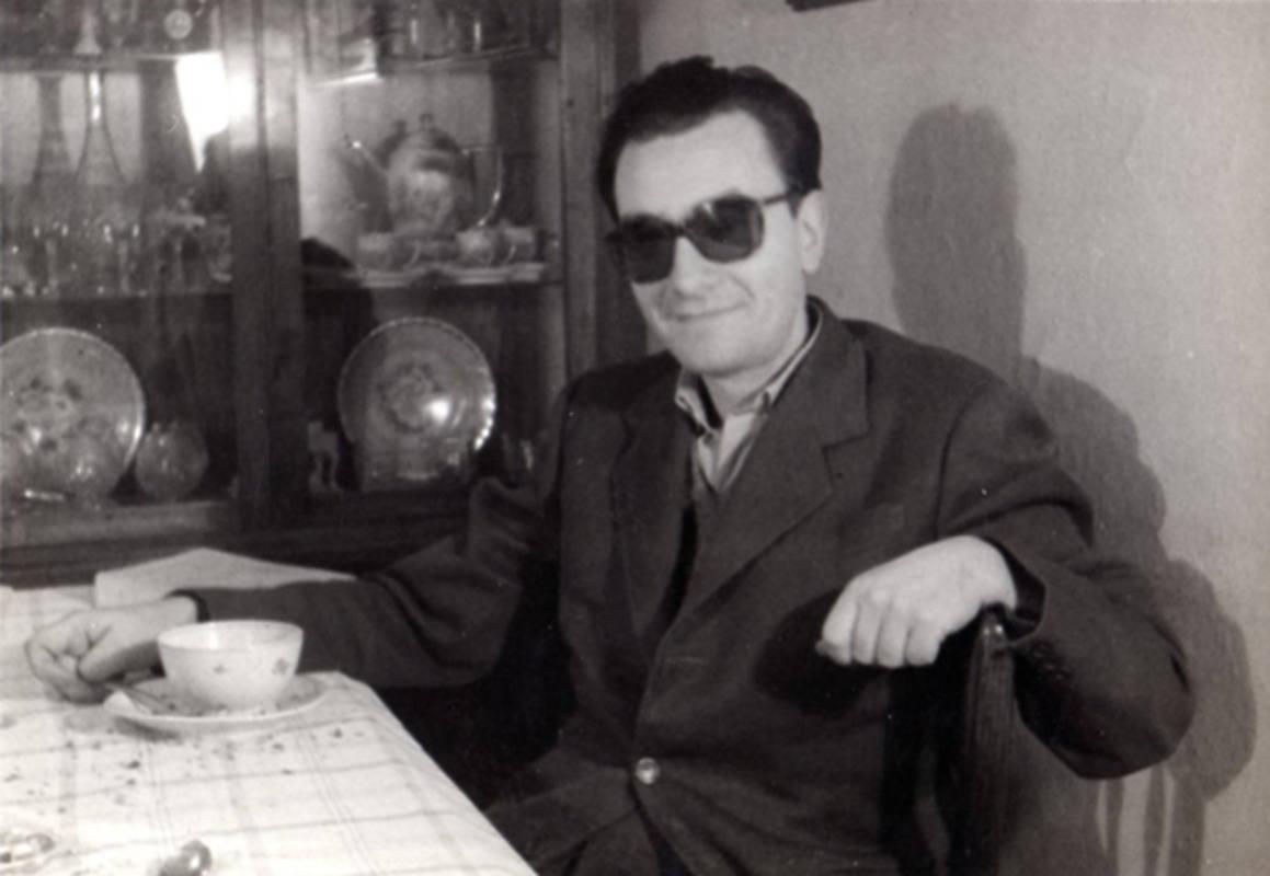 El poeta y artista visual Joan Brossa, en una imagen de 1960