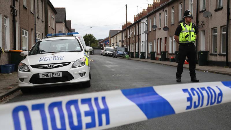 La Policía acordona una vivienda de Newport, donde han detenido a dos hombres