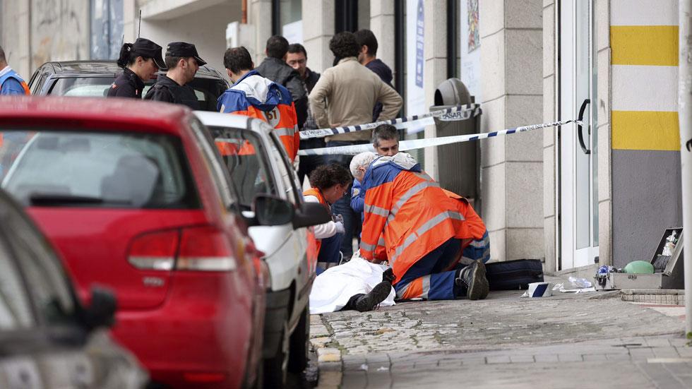 Una policía y un atracador mueren tras un tiroteo en el asalto a un banco en Vigo