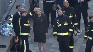 La policía aumenta a 17 el número de fallecidos en el incendio de un edificio en Londres