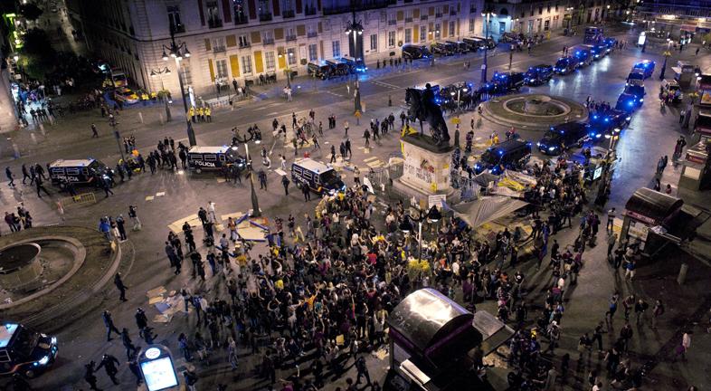 La policía desaloja esta madrugada a los 'indignados' de la Puerta del Sol