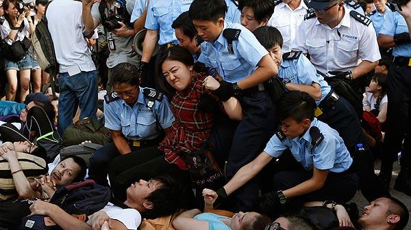 La polic a detiene a m s de 500 personas tras las manifestaciones en hong kong - Oficina del policia ...