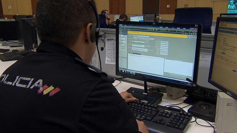 La polic a mejora el servicio del 091 telediario rtve for Sala 091 madrid