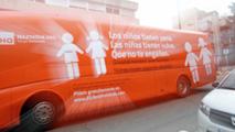 Ir al VideoLa Policía Municipal de Madrid inmoviliza el autobús de HazteOír contra la transexualidad