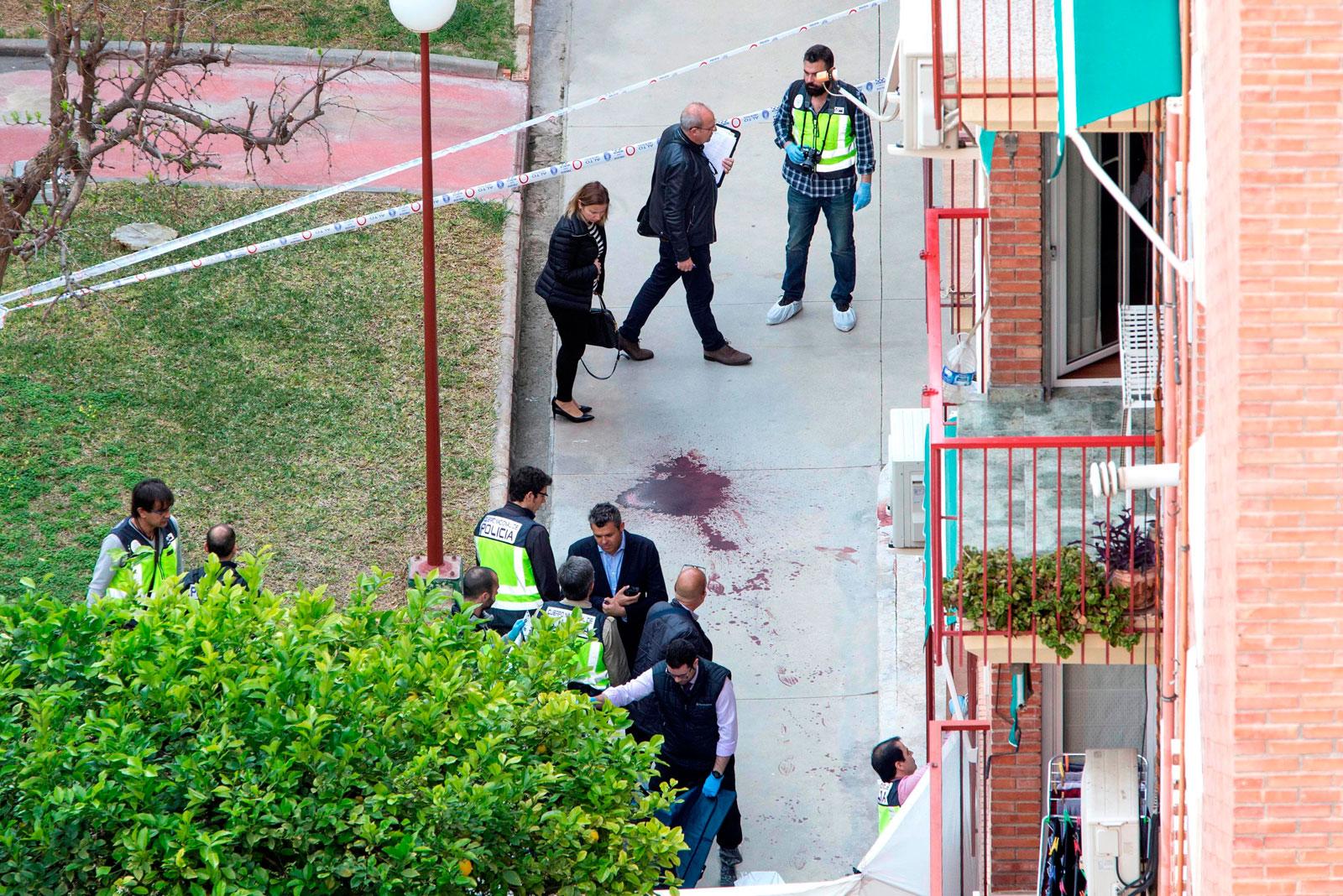 Ir al VideoLa Policía Nacional detiene a un hombre por matar presuntamente a su pareja en Murcia