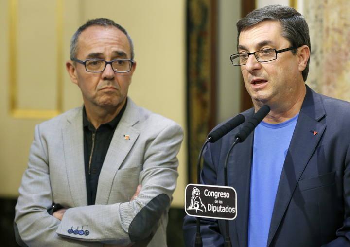 El portavoz de la Izquierda Plural, José Luis Centella, junto al portavoz de ICV, Joan Coscubiela