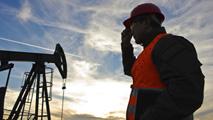 Ir al VideoEl precio del petróleo sigue en caída libre