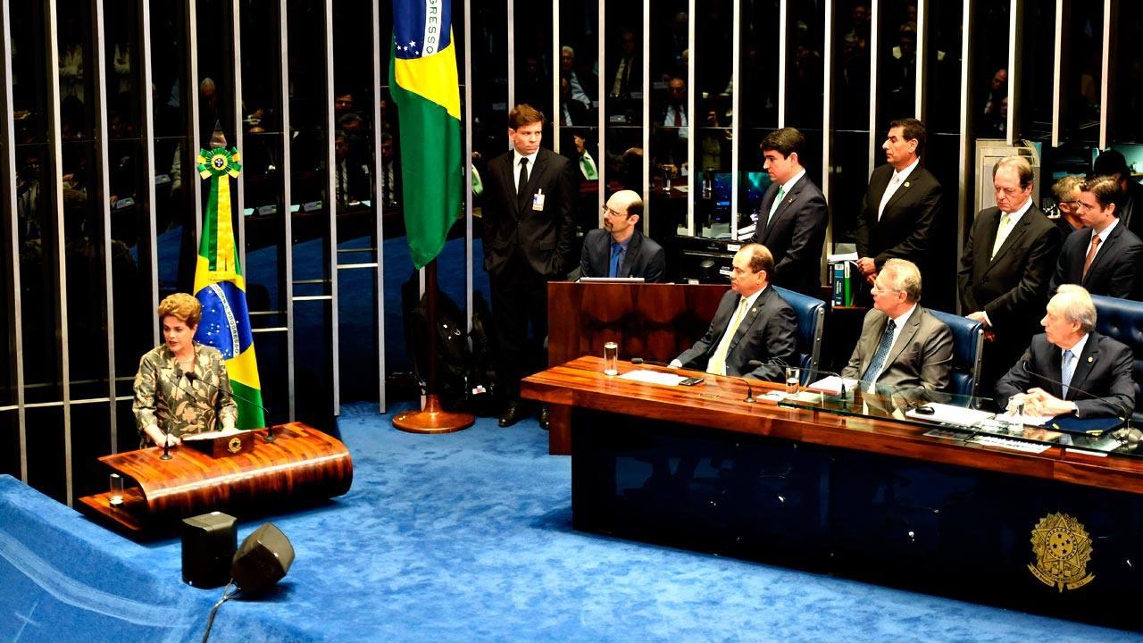 La presidenta brasileña, Dilma Rousseff, durante su alegato ante el Senado