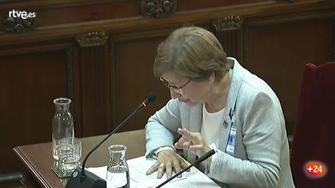 Ir al VideoLa presidenta de la RAE del catalán refuta la traducción de una frase en la que parece que los Mossos apoyan el 1-O
