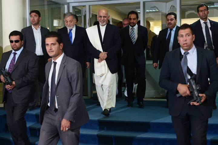 El presidente afgano, Ashraf Ghani, protegido por sus guardaespaldas en Kabul