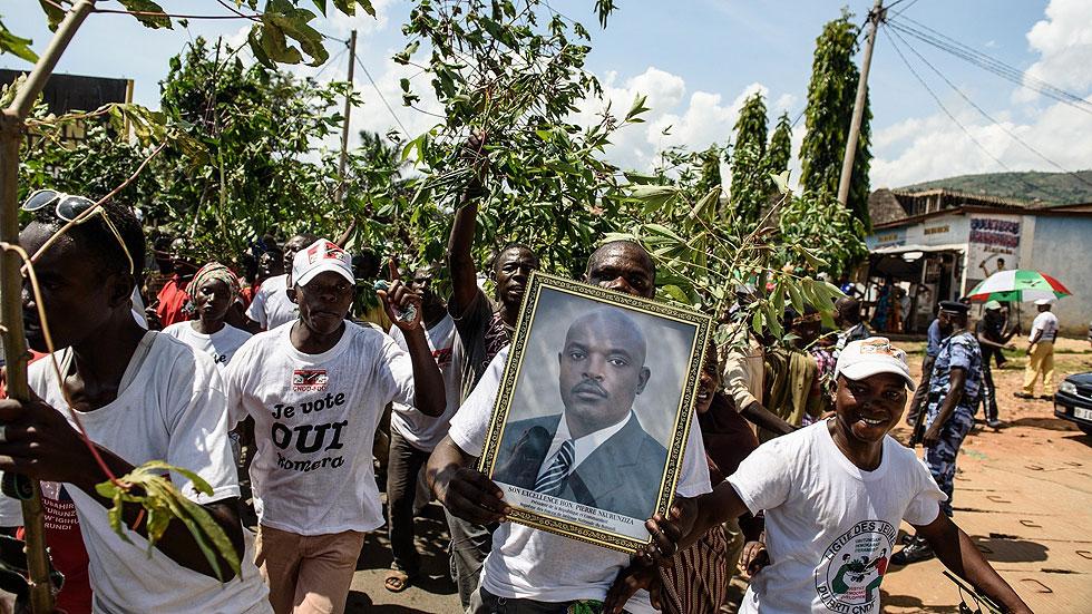 """El presidente de Burundi vuelve al país y avisa de que """"no habrá piedad"""" con los golpistas"""