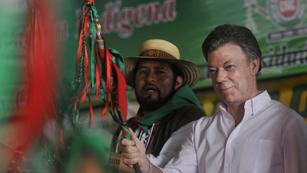 El presidente de Colombia pide perdón a los indígenas