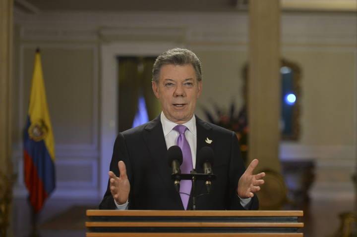 El presidente colombiano, Juan Manuel Santos, ha ordenado suspender los bombardeos contra las FARC durante un mes.