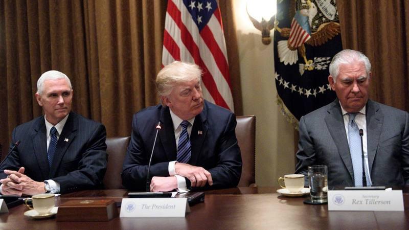 El presidente de EE.UU., Donald Trump, junto al secretario de Estado, Rex Tillerson