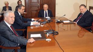 El presidente de Grecia propone un gobierno de tecnócratas