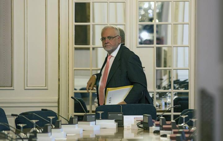 El presidente de Les Corts Valencianes, Juan Cotino, tras la reunión de la mesa de Les Corts en la que ha anunciado su renuncia al cargo.