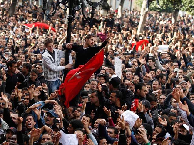 El presidente de Túnez abandona el país