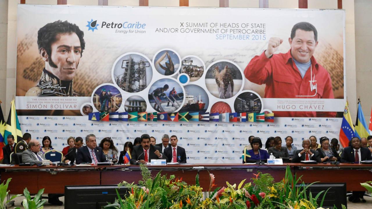 El presidente venezolano, Nicolás Maduro, mientras pronuncia un discurso durante la X Cumbre de PetroCaribe en Kingston (Jamaica)