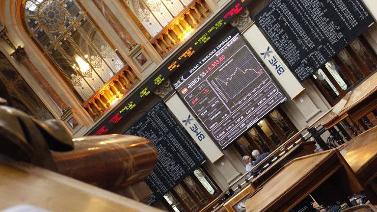 El Ibex marca nuevo mínimo anual y la prima sigue por encima de 500 puntos