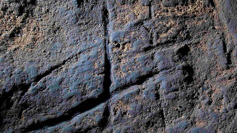 Un equipo de científicos españoles y británicos descubre en una cueva de Gibraltar el primer grabado hecho por Neandertales