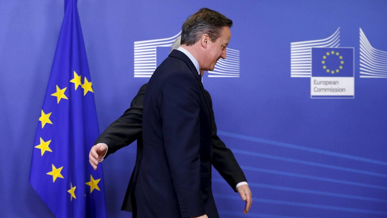 El primer ministro británico David Cameron es recibido en Bruselas por Jean Claude Juncker
