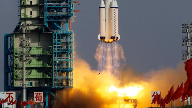 """La primera mujer austronauta china viaja al espacio en la nave """"Shenzhou IX"""""""