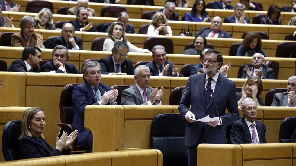 """Rajoy ve """"imposible"""" que vuelva a gobernar el PSOE, que acusa al PP de perder la legislatura"""