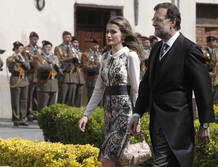 La Princesa de Asturias y el presidente del Gobierno, Mariano Rajoy, a su llegada al paraninfo de la Universidad de Alcalá de Henares.