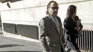 Ver vídeo  'Los principales acusados en el caso Gürtel se niegan a declarar'