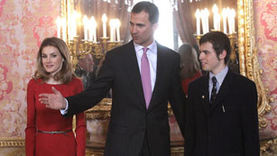 Ver vídeo  'El príncipe de Asturias preside hoy la entrega del Cervantes a Nicanor Parra'