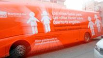 Ir al VideoProhibida la circulación del autobús de 'Hazte Oír'