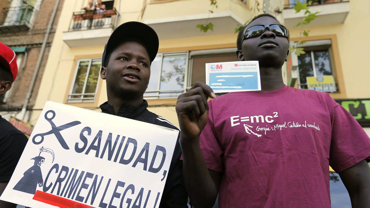 Protesta en contra de la retirada de la tarjeta sanitaria a los inmigrantes sin residencia en 2012.