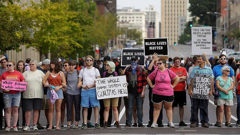 Protesta en St. Louis (Misuri) por la absolución de un agente de Policía acusado de la muerte del joven negro Anthony Lamar Smith en 2011