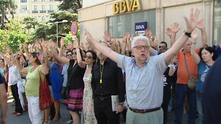 Protestas frente al congreso y la sede del pp de madrid for Noticias del gobierno