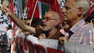 Los funcionarios vuelven a manifestarse en contra de las nuevas medidas
