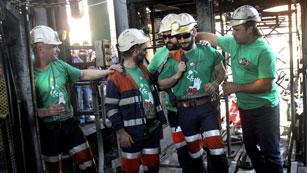 Siete mineros abandonan los encierros después de 50 días y otros diez toman el relevo