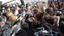 Ir al VideoEL PSOE aparca en público el debate sobre las primarias