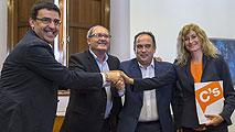 Ir al VideoPSOE y Ciudadanos firman el acuerdo para la investidura de Susana Díaz en Andalucía